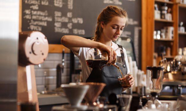 De koffie staat klaar met een Barista op locatie