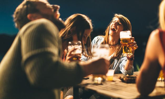 Proosten doen we met elkaar in het Belgisch Biercafé